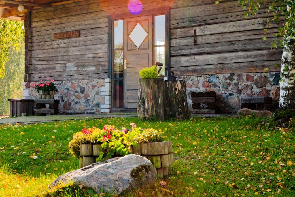 Kalna Māja - Doorfront