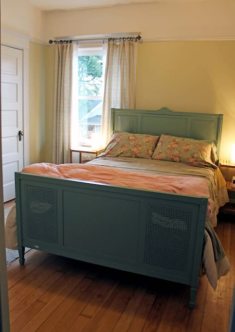 Double room adjoins Eastern Bedroom to form a Suite