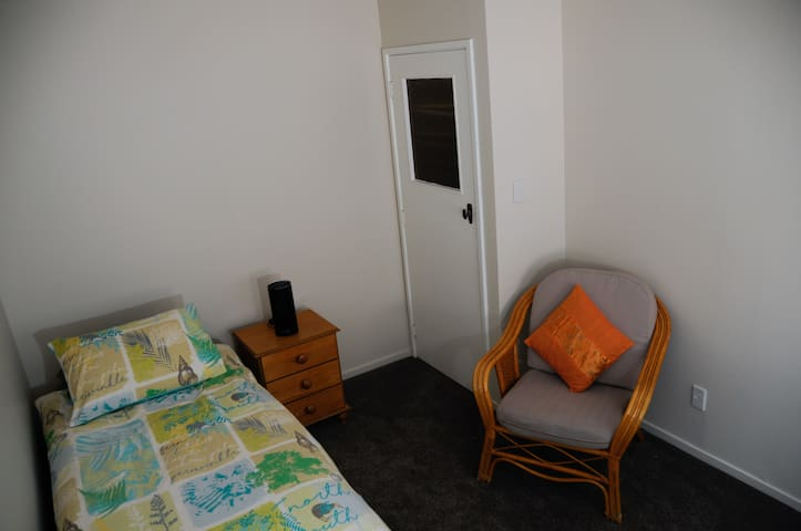 Cosy Room in Central Lower Hutt