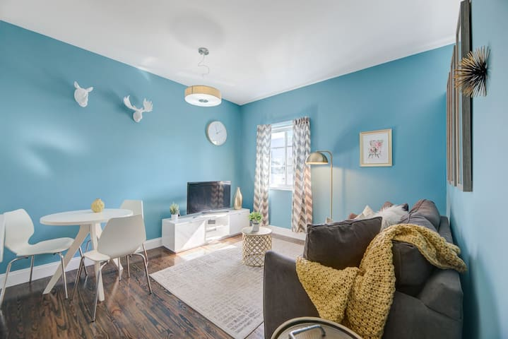 Renovated 1 BR in South Beach one block to beach!