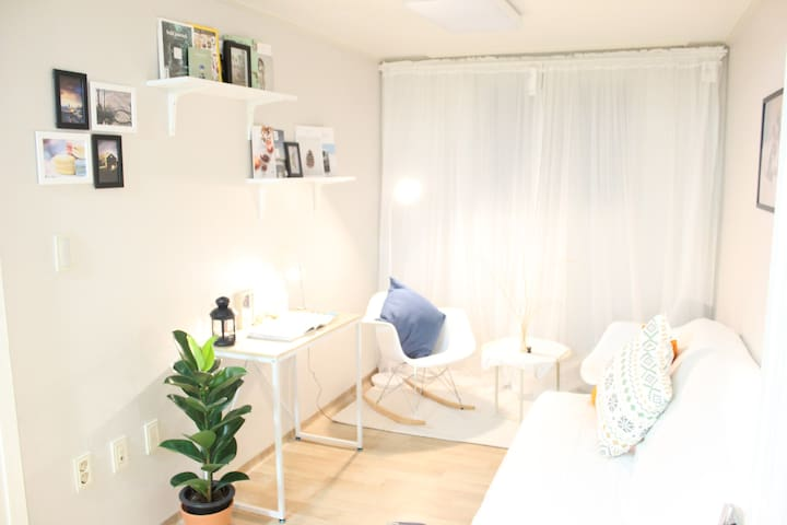 Hana Guesthouse (Hongdae station) - Mapo-gu - Bed & Breakfast