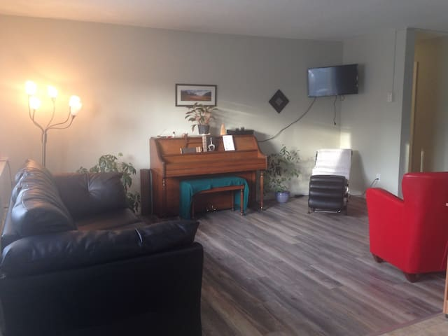 Cozy Condo Close to Airport - Whitehorse - Lyxvåning