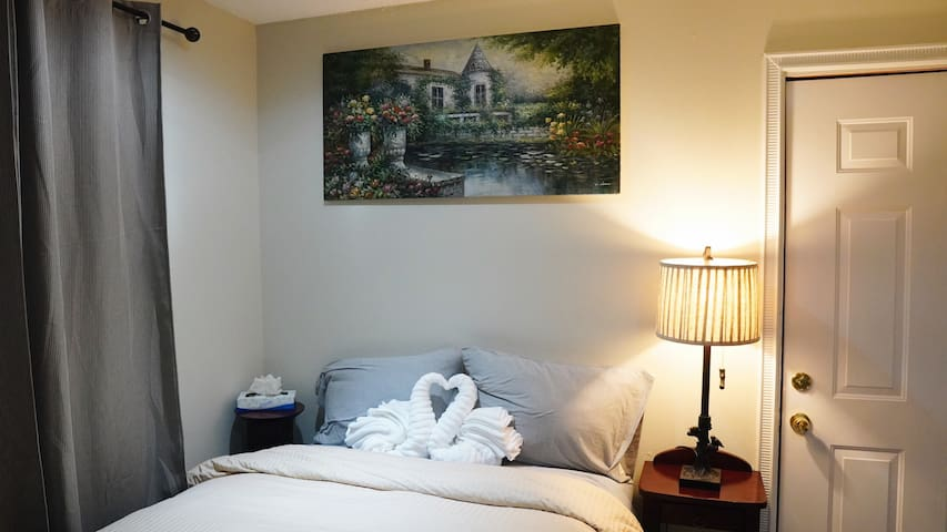 1 bedroom w/ private bathroom 3 min. from Disney
