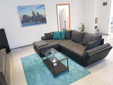Schicke große Wohnung mit eigenem Eingang bis 4 P.