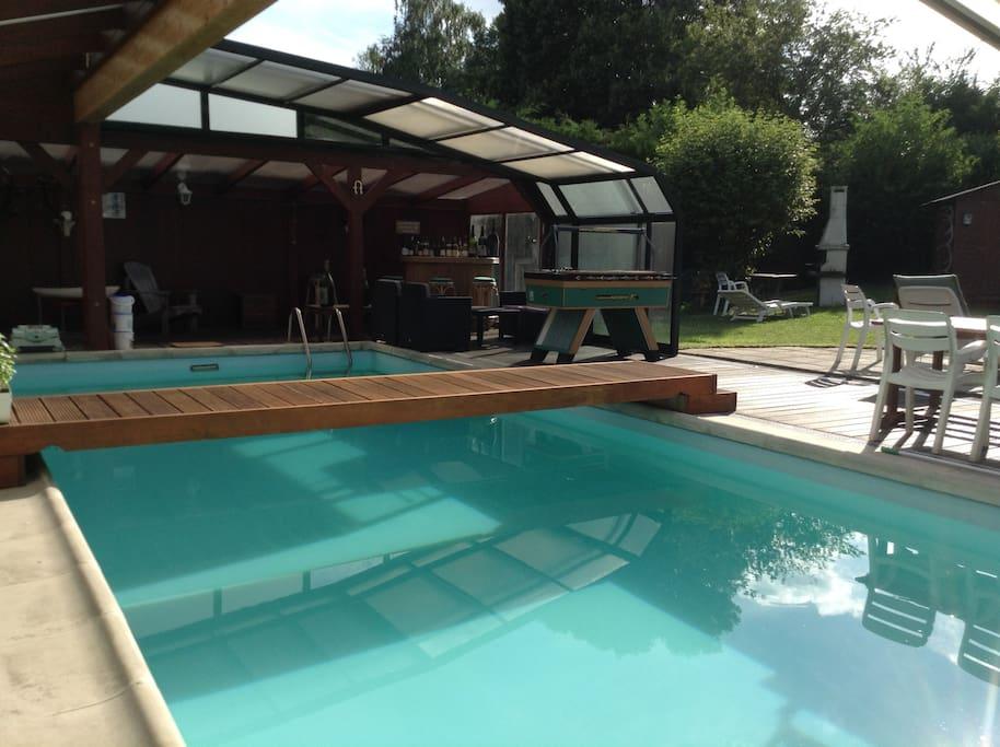 Votre piscine 10x4m, bar, coin salon, kicker, barbecue, jardin