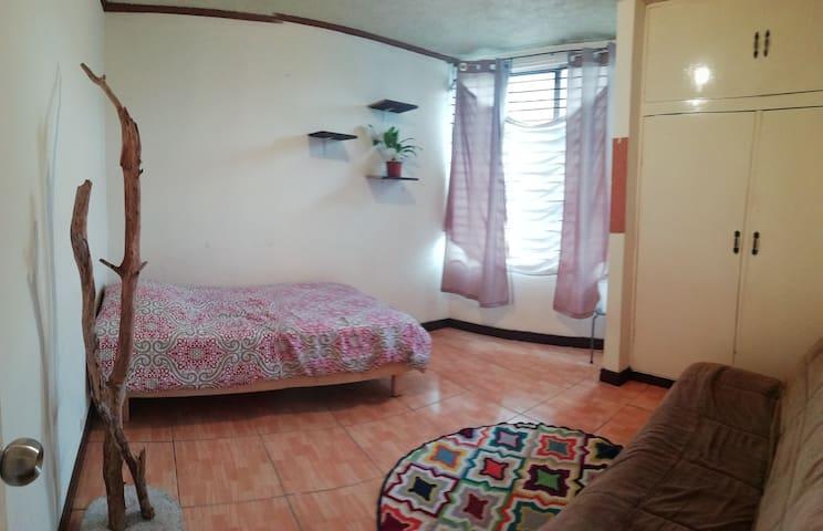 Habitación individual en apartamento San Pedro