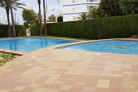 Apartamento nuevo, en Playa Deveses, piscina.