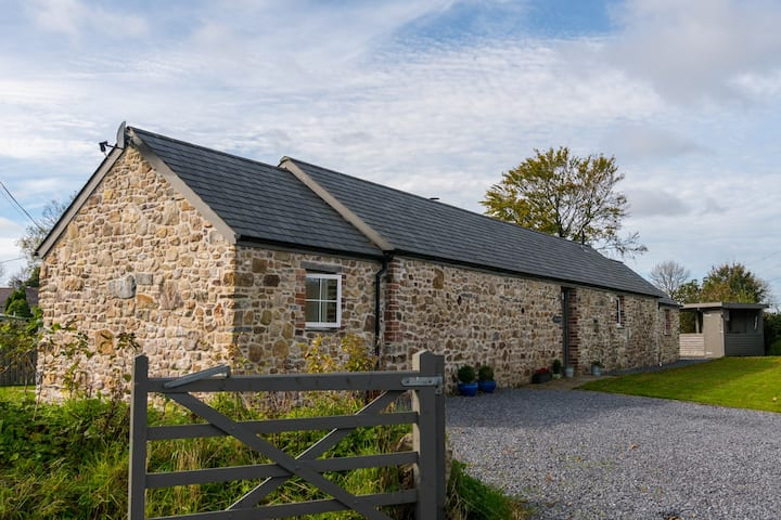 Converted Barn - Countryside Views, Close to Beach