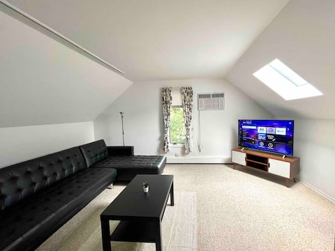 Cozy Modern  Apartment - Private/Separate Entrance
