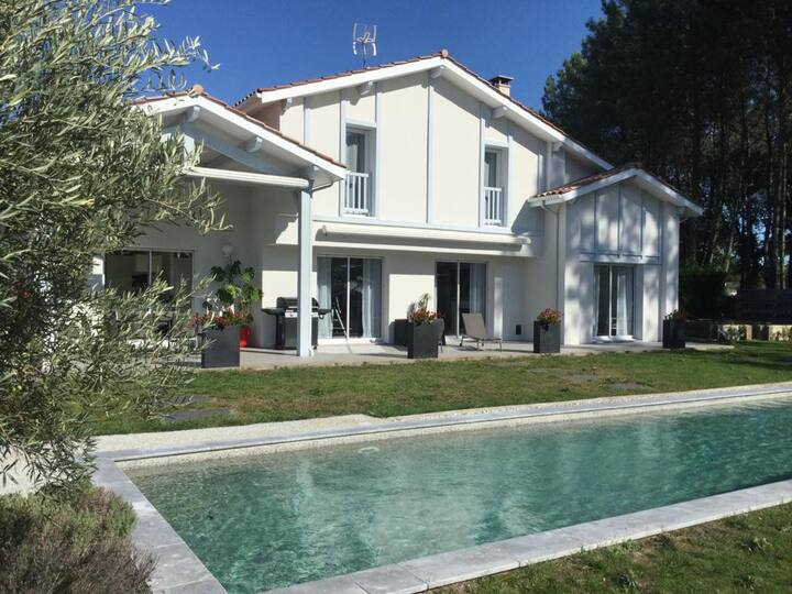Villa au calme, piscine privée, proche golf/océan