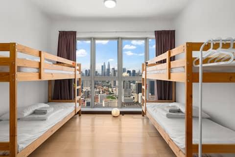 (B6) 【仅限女生】吉隆坡市中心双峰塔绝美景色顶楼共享房间