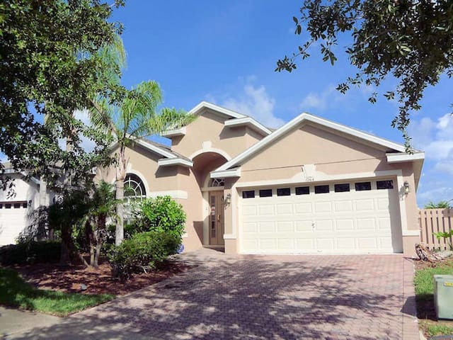 Highlands Reserve 5/3 pool home property, fully furnished, with full kitchen, and all linens and towels. - DAVENPORT - House