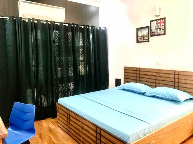 1 BR With Living Room Pvt Kitchen @ Cyber City