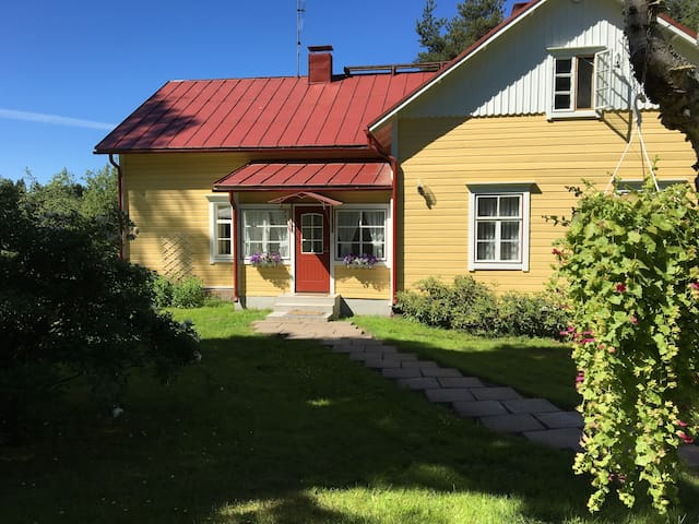 Charming Old Farm House by the River - Hamina