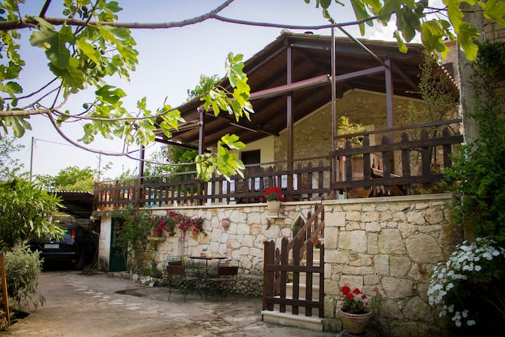 Gioia 2-bedroom Traditional House