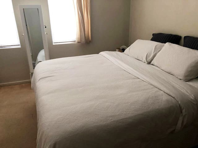 Private Room in a 2BR Townhouse Perth City