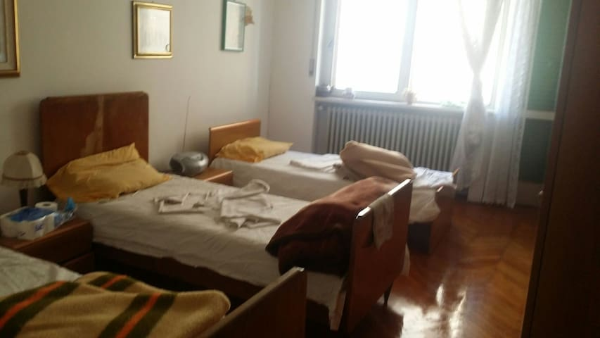 Room in 4 bed single with wifi - Schio - Appartement