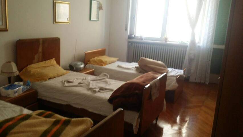 Room in 4 bed single with wifi - Schio - Apartment