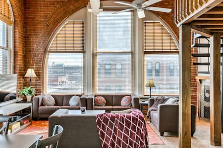 Bright 2-bedroom loft, Old Market ♥ New & Spacious