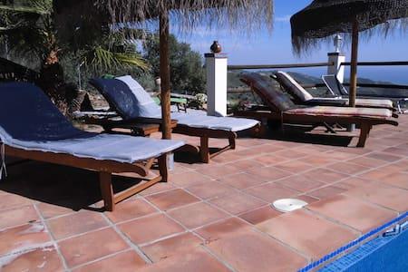 Urlaub im Vorzimmer zum Paradies - App. Vino - - Sayalonga - Apartamento