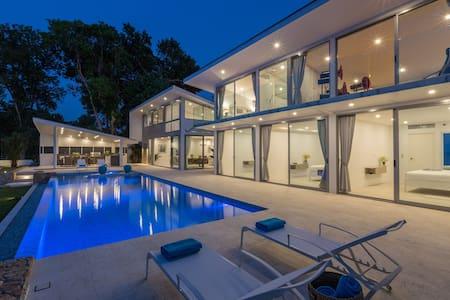 70% OFF Beachfront Luxurious 3 BDR Villa Cilla.