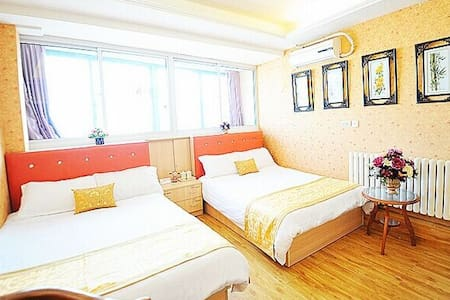 靠近火车站温馨小清新风格的公寓双人大床 - Lägenhet