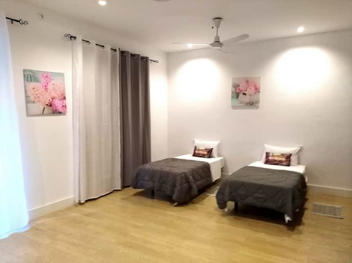 ROOM WITH 3 BEDS IN THE HEART OF ALICANTE