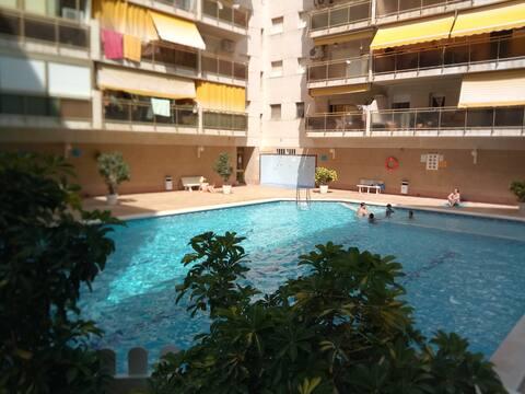 Apartamento familiar tranquilo con piscina.