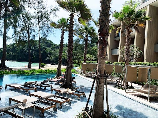 Beachfront Luxury Apartment, seaview infinity pool