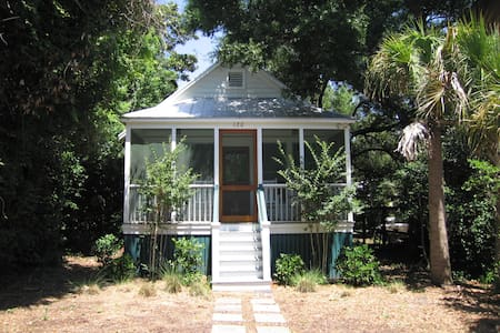 Vintage 40's Folly Beach Cottage - 富丽海滩(Folly Beach)