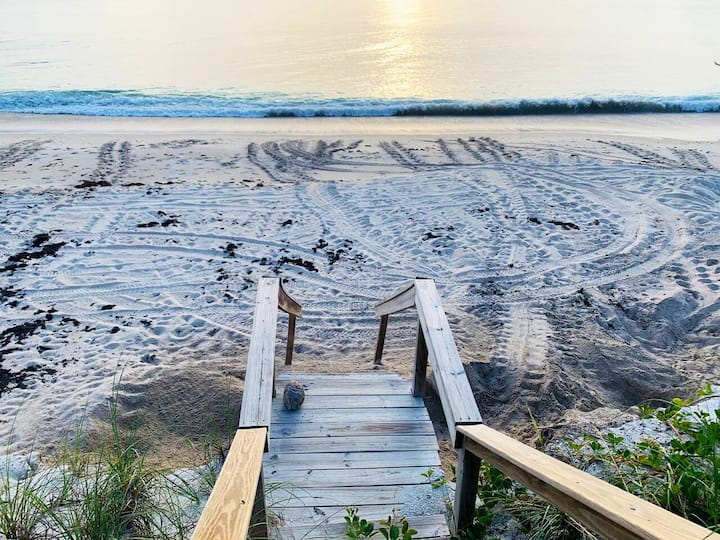 Melbourne Beach-Oceanfront-Waves And Sunrise 2BR