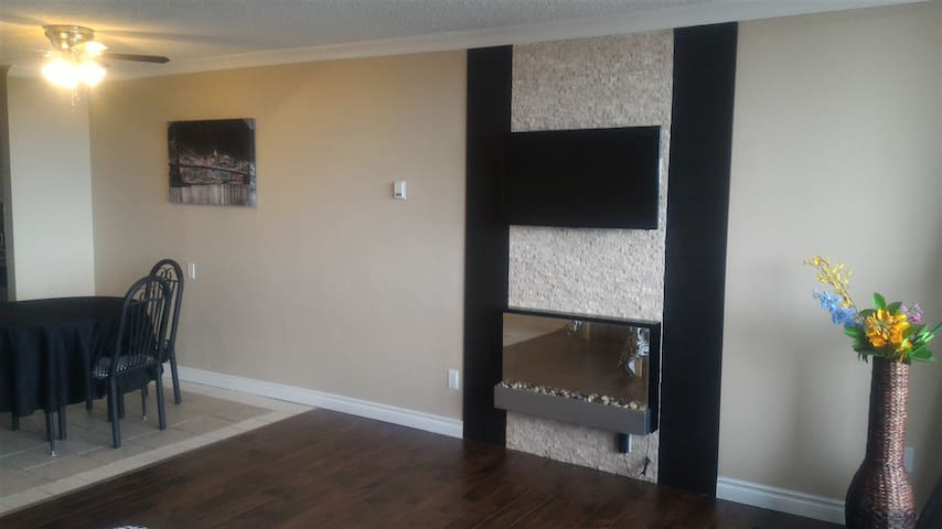 Beautiful furnished Condo near West Edm Mall, #60 - Edmonton - Apartmen