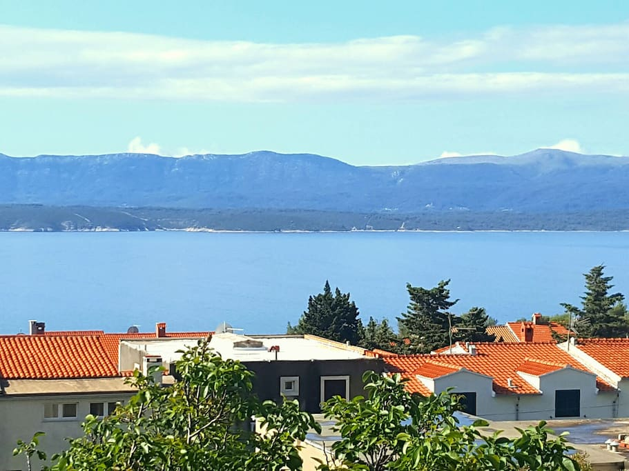 ˝Fantastic apartment, with stunning balcony view out to Hvar island.˝ - Stuart, July 2017.