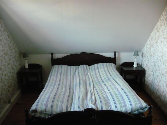 Hyggeligt dobbeltværelse med eget badeværelse - Tappernøje - Talo