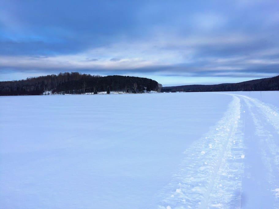 Lac Hamel l'hiver, idéal pour la raquette et la motoneige