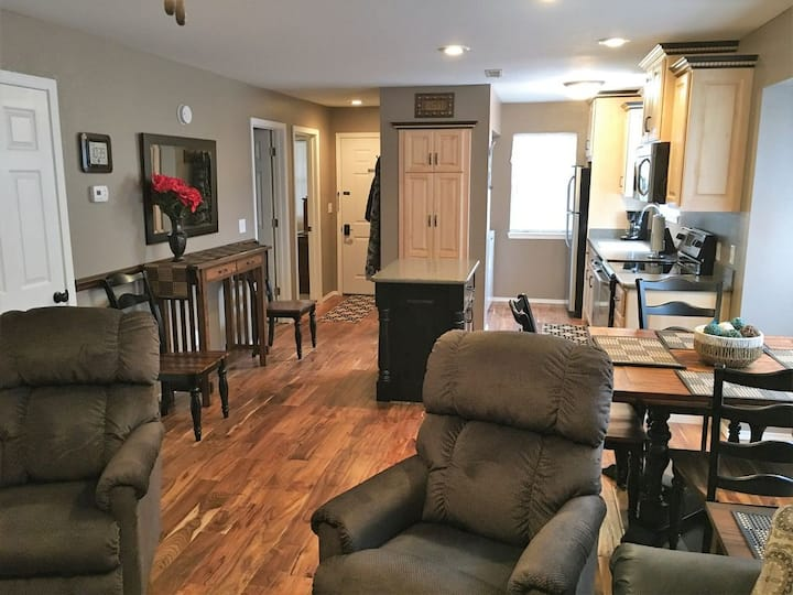 Walk in at Eagles Nest! Lake View, close to SDC!