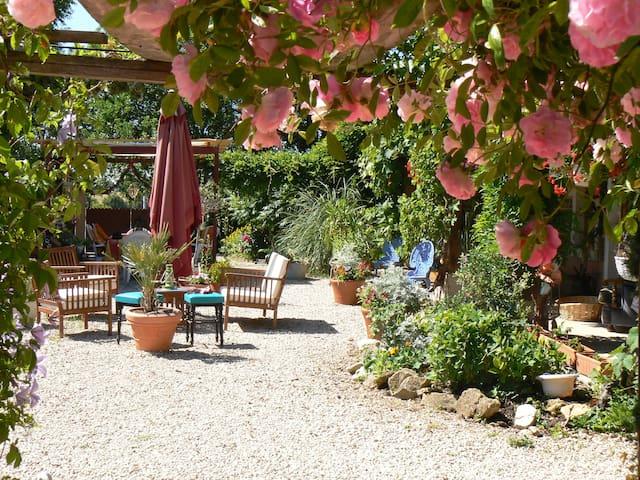 Maison Cheval Blanc - Montpont-en-Bresse - Apartemen