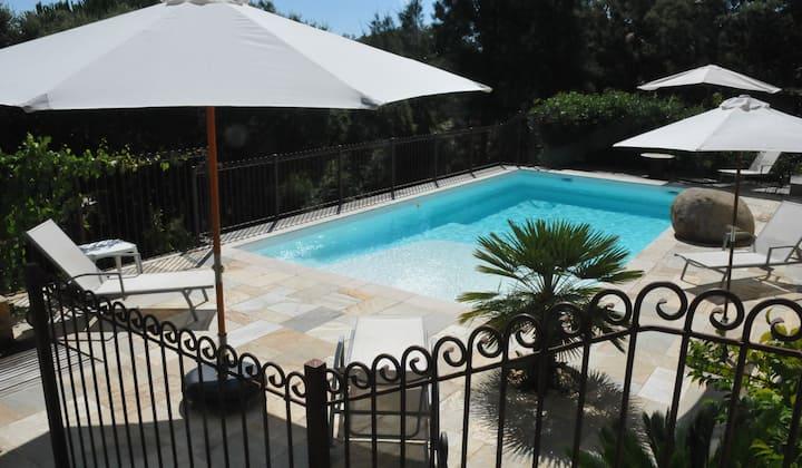 Villa en bord de mer, avec piscine et grand jardin