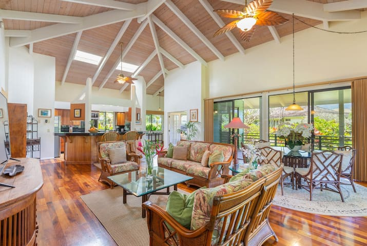 Tropical & Elegant ~ Sleeps 8 ~ Plantation Home
