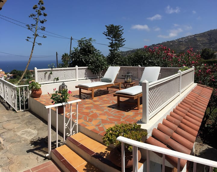 Banana House! Peaceful Villa - Sea/Volcano view!
