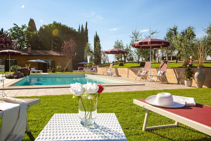Casalino Villa esclusiva 8pax, piscina & jacuzzi