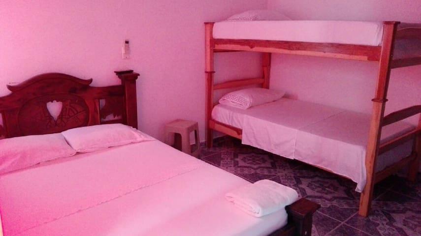Habitación familiar, Apartahotel la Ribera