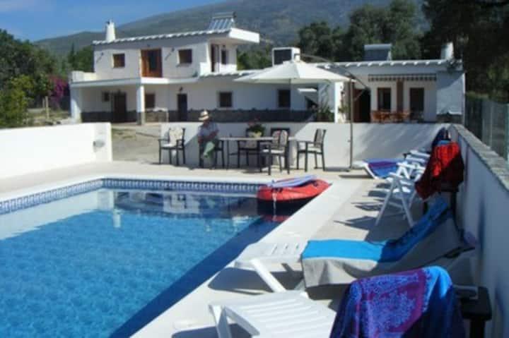 Las Alegrias. 5 bed/5 bath. Large pool. Sleeps 8.