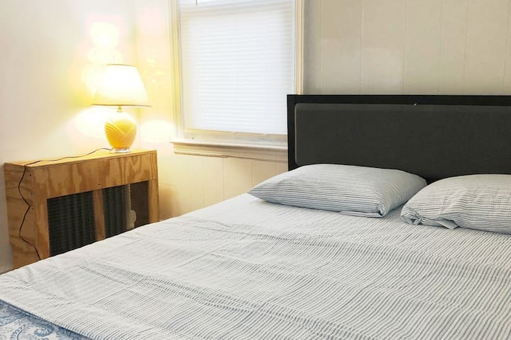 Private Cozy room Steps away from LGA & CitiField