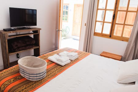 King Size Bed, Air conditioning, Heating, Ensuite Bathroom, Satellite TV, Safety Box