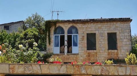 Beyt El Teta (Grandma's House)