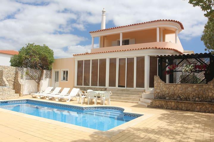 Private room in villa with pool 10 mins from beach - Ferragudo - Villa