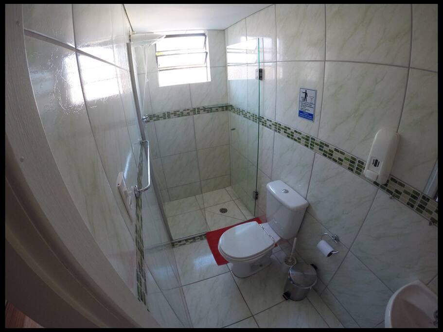 Banheiro privativo da suíte da Coliving Rebouças