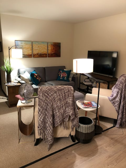 Downtown Kent style & comfort! Upstairs 1 Bdrm apt