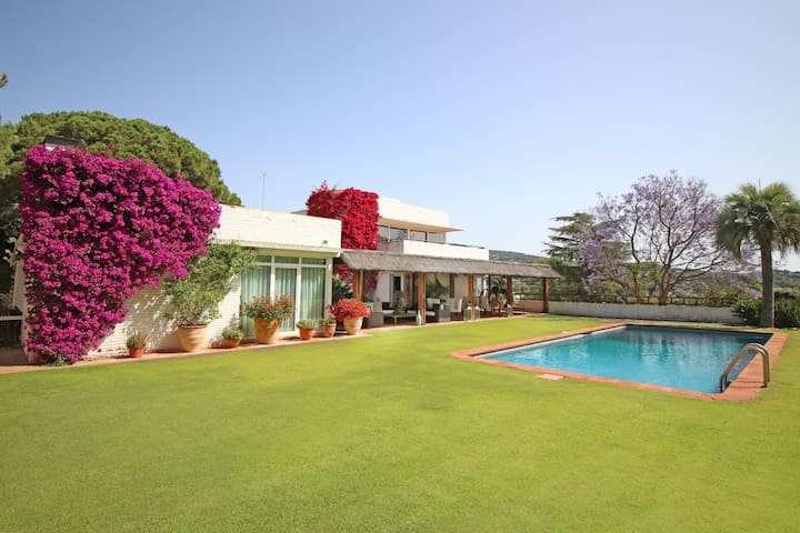 Villa Torre Blanca, at the Golf Club and the sea